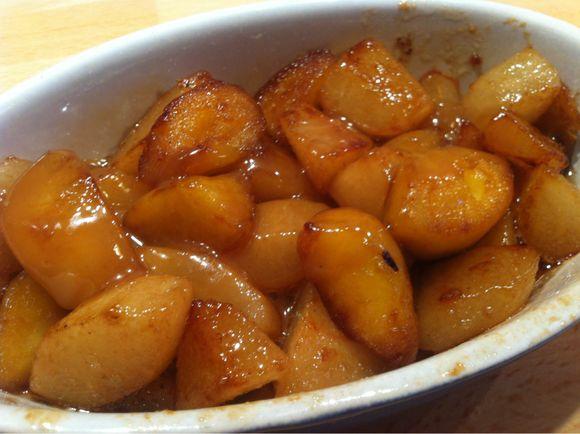 Pommes et poires au caramel salé, test de la poêle au revêtement pierre.