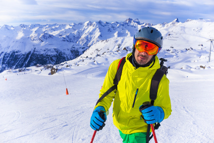 Skier man in winter mountains_98595767_XS