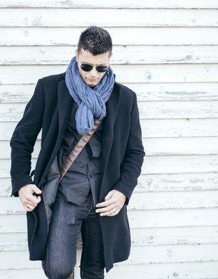 Man in coat_94932193_XS