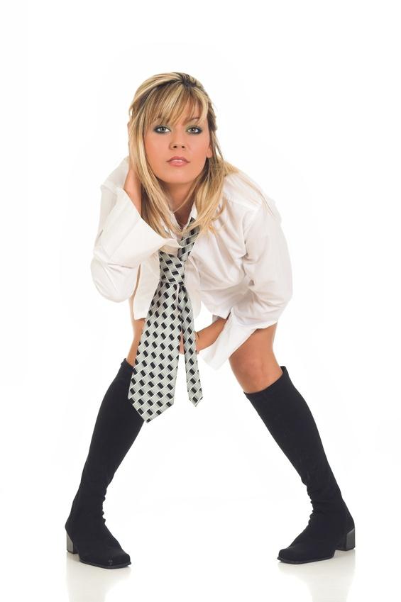 http://a-la-louche.typepad.fr/photos/uncategorized/2008/04/20/cravate_femme_02.jpg